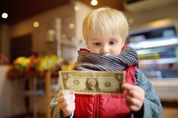 Ошибки финансового воспитания детей, которые совершают все
