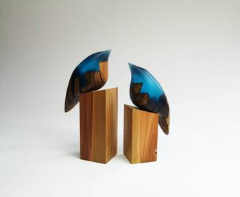 Необычные скульптуры из дерева и смолы