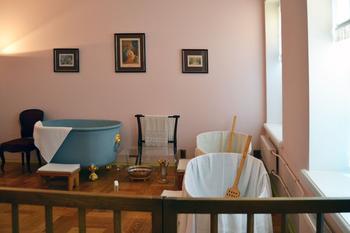 Как выглядяла придворная ванная комната для дам в банном корпусе Петергофа