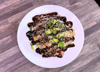 Семга на сковороде с рисом