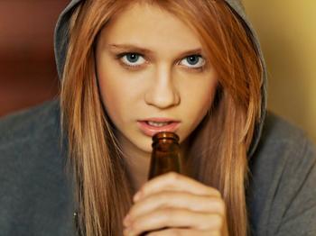 Как поговорить с подростком об алкоголе: 5 важных советов