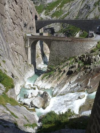 Дьявольский мост, по которому раньше не могли разойтись даже две повозки: мистическое место в Швейцарии