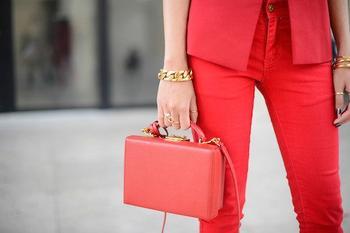 Топ 10 классных способов, носить коралловый цвет