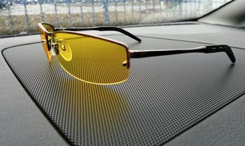 Желтые очки для вождения ночью: реальная помощь или рекламная пустышка