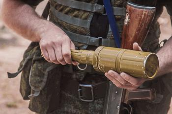 Необычные ручные гранаты – кумулятивная с парашютом