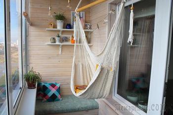 Семья превратила балкон в уютное место отдыха