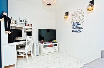 Квартира 42 квадрата с контрастной отделкой и hand made декором