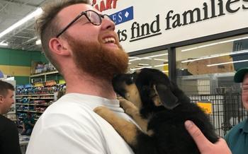 «Мама сказала, нужен миллион репостов»: милейшая история, как весь мир помог парню забрать щенка из приюта