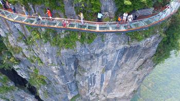 Стеклянный мост над бездной, который не каждый отважится перейти