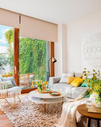 Семейный интерьер с солнечным настроением в Барселоне