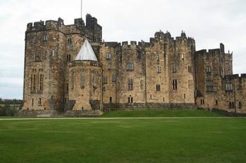 Экскурсия в Хогвартс: замок, в котором снимали фильм о Гарри Поттере, был основан в XI веке