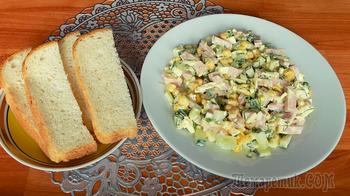 Простой салат с колбасой огурцами и плавленным сырком. Видео рецепт