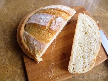 Накрываем тесто формой и получаем тонкую, хрустящую корочку / Деревенский хлеб