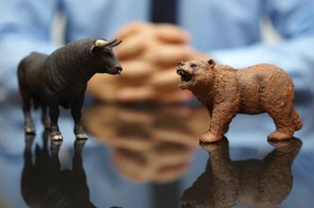 Азбука крипто трейдинга: медвежий и бычий флаги. Что они означают