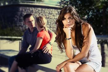 Завистливая подруга: причины, проявление зависти, что делать с подругой и стоит ли продолжать дружбу