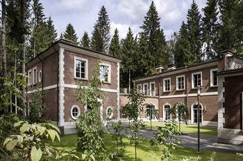 Оттенки серого и современная классика: дом в Подмосковье по проекту итальянского архитектора