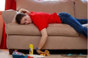 У пятен нет шансов! :) 10 самых спасительных советов о том, как вычистить любые пятна на диване!