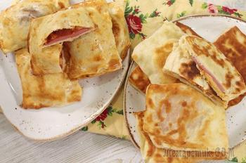 Закрытая мини-пицца с колбасой и сыром за 15 минут. Быстрые пирожки на кефире без хлопот