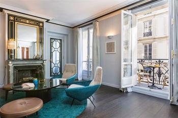 Очаровательная квартира с ярким дизайном в Париже, Сен-Жермен-де-Пре, Иль-Де-Франс
