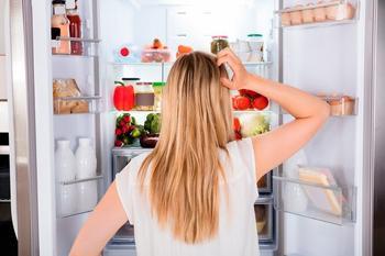 Что делать, если потёк холодильник