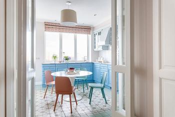 Красочная квартира для молодой семьи в Москве