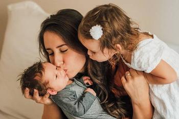 6 невербальных способов сказать ребенку «я тебя люблю»