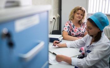 Около 25% российских врачей навязывают платные услуги