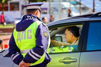 7 универсальных советов, как себя вести, если машину остановила полиция
