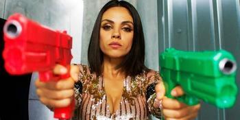 Шпион, выйди вон: как именинницу Милу Кунис не пустили домой