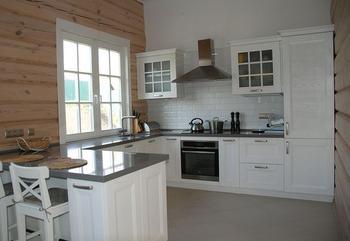 Кухня: скандинавский стиль в деревянном доме