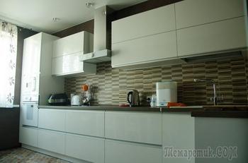 На этой кухне даже двум хозяйкам комфортно и хватает места