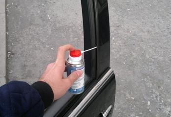 5 элементов авто, которые водители забывают смазать до наступления холодов