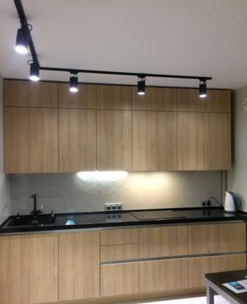 Кухня — минимализм и прямые линии