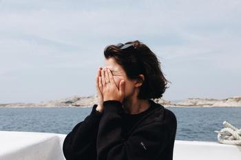 Самые застенчивые в гороскопе: какие знаки Зодиака не любят быть в центре внимания