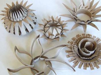 Красивый цветок из бросового материала