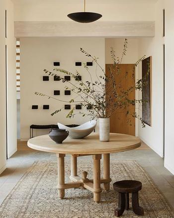 Обилие дерева и сложные природные оттенки в интерьере дома в Лос-Анджелесе