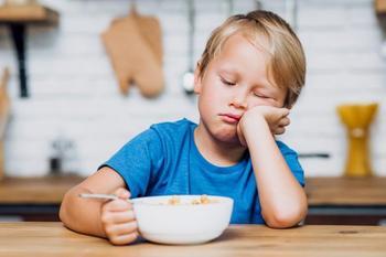 10 простых способов поднять ребёнку настроение перед школой