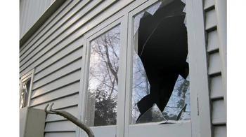 Разбитое окно – что оно предвещает?