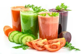 Полезные соки, витамины и продукты для сияющей кожи