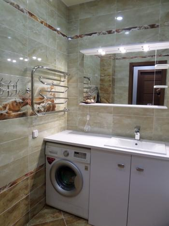 Ванная: просторное помещение для семьи с детьми