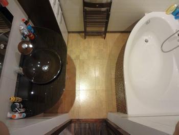 Моя ванная: пробковый пол и нестандартный смеситель, который озадачивает гостей