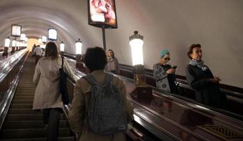 Вопрос на засыпку: почему поручни в метро едут быстрее эскалатора?