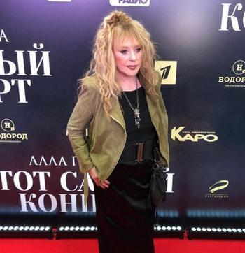 Пугачева пришла на премьеру своего фильма без мужа