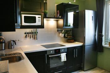 Кухня: просто, лаконично, функционально, бюджетный гарнитур - из массива бука