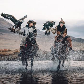 Фотографии Лео Томаса: от портретов орлиной охотницы в Монголии до пейзажей Гренландии