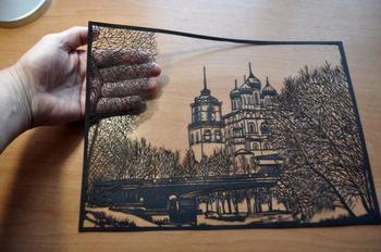 Картины, вырезанные из бумаги псковским художником Виктором Кушнаренко