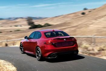 Почему многие специалисты считают новый Alfa Romeo Giulia лучшим автомобилем года