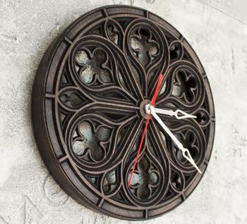 Часы в готическом стиле
