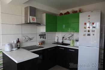 Кухня с эркером и видом на лес