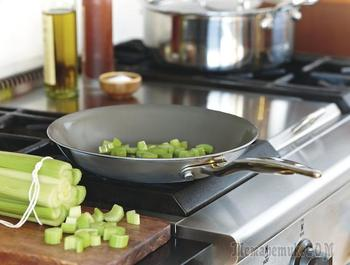 9 трюков, чтобы еда не пригорала к сковороде